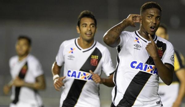 Thalles em comemoração de gol contra o Criciúma