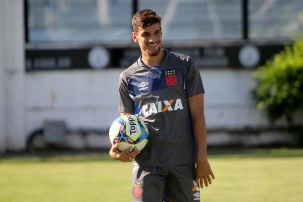 Guilherme Costa chegou em São Januário com 12 anos
