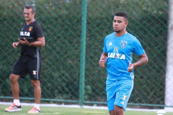 Juninho segue mantido de fora do grupo após problemas com o técnico Nelsinho Batista