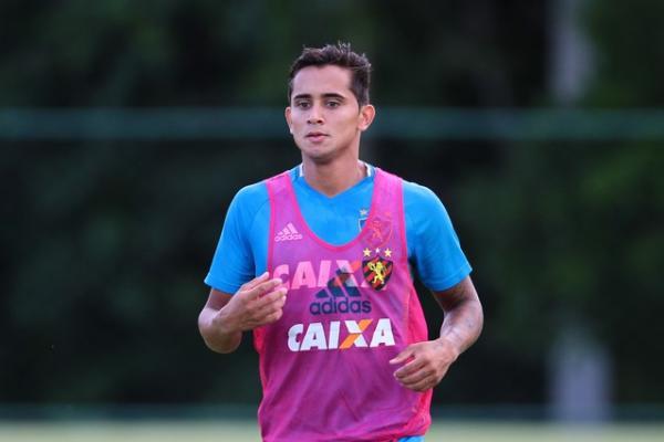Everton Felipe voltou a treinar normalmente nesta quinta-feira