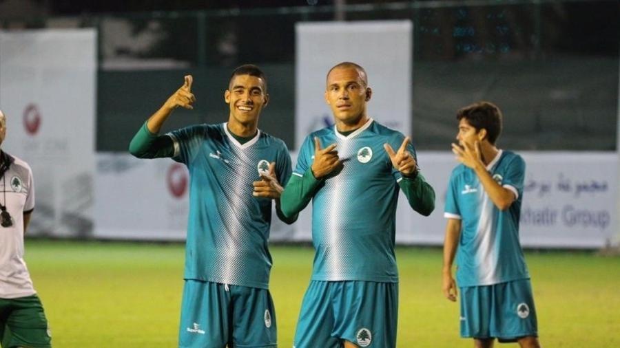Meia Michel (na esquerda ao lado do atacante Leandrão) estava no Boavista (RJ) e tem sido observado pelo Vasco