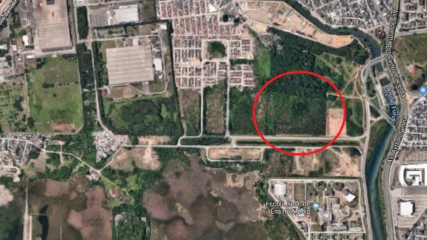 Terreno do futuro centro de treinamento do Vasco, com destaque em vermelho, por imagem via satélite