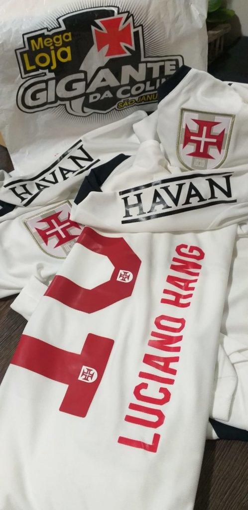 Camisa personalizada de Luciano Hang, com seu nome e o logotipo da Havan estampados, que o DIÁRIO DO RIO teve acesso em primeira mão