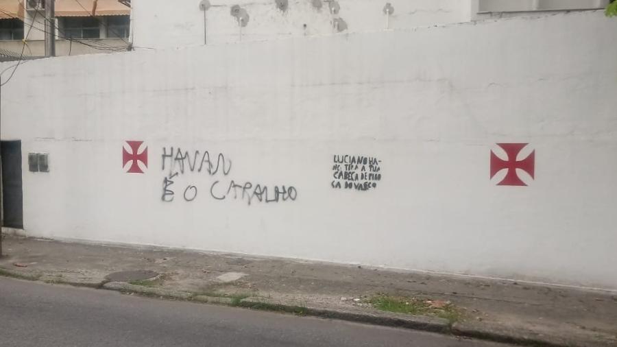 Sede náutica do Vasco, na Lagoa (RJ), amanheceu pichada contra possível patrocínio da Havan