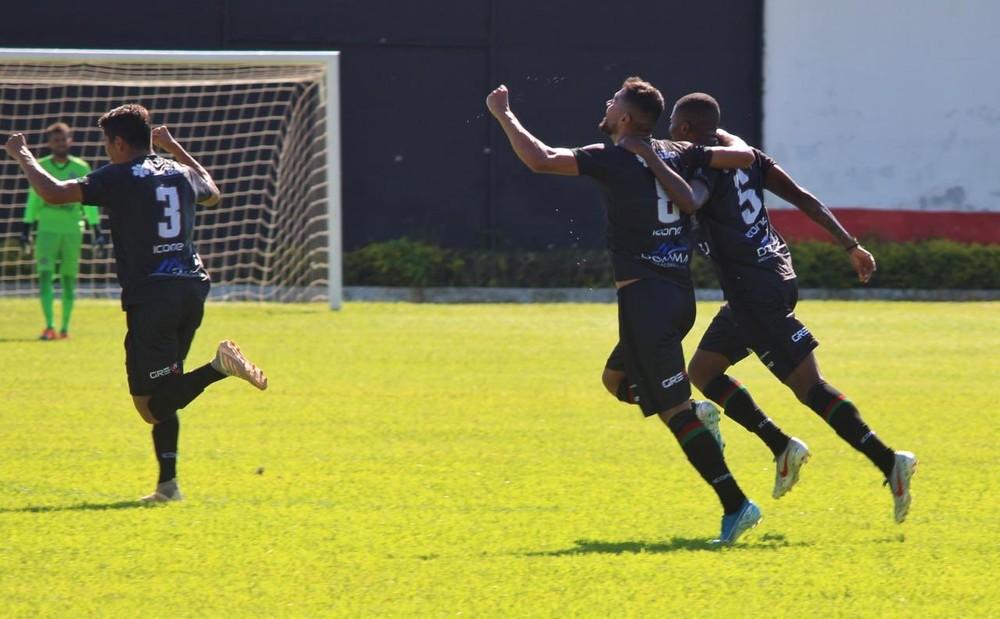 Comemoração gol Portuguesa Macaé