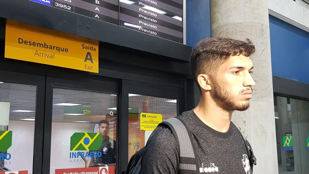 Andrey conversou com jornalistas no aeroporto
