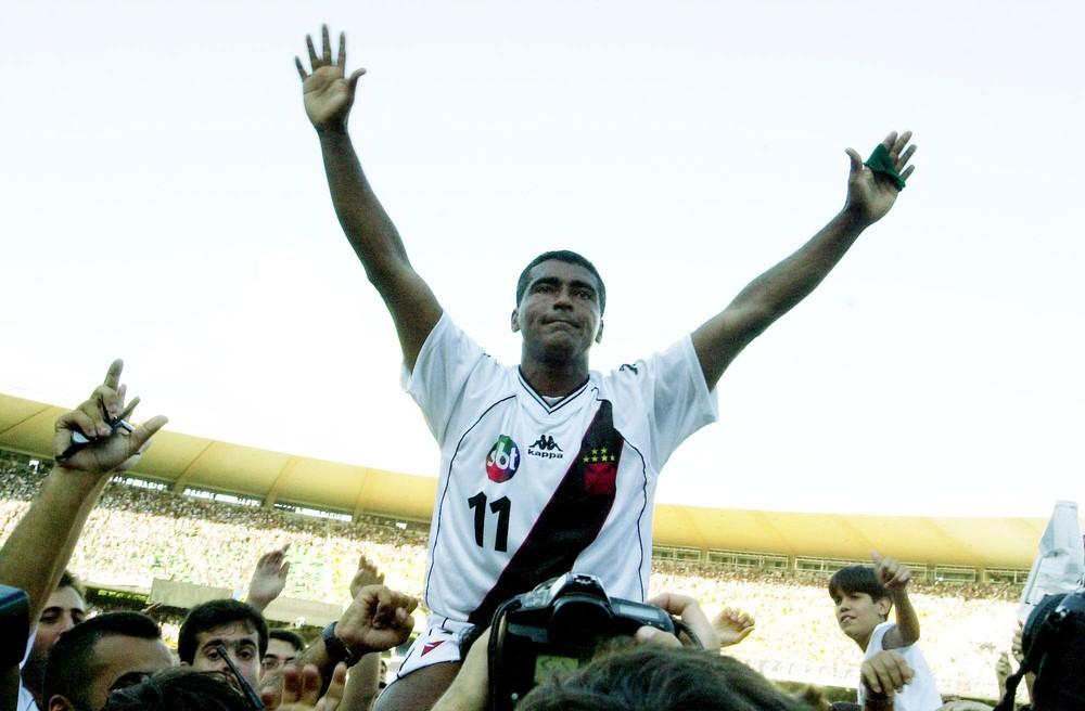 Romário no Vasco campeão da Taça João Havelange (2000). Clube lhe deve há 12 anos e agora fez novo acordo para pagar