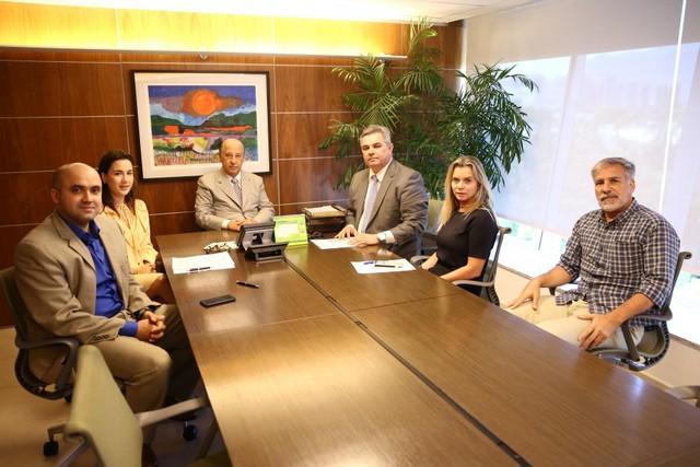 Acordo de 2017, ainda na gestão Del Nero (na ponta da mesa), foi homologado no Tribunal do Trabalho em São Paulo. Ao lado de Del Nero, Felipe Augusto Leite, presidente da Fenapaf