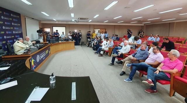 Celso Ramos Filho, ao lado de Rubinho, em reunião na Ferj sobre coronavírus: últimas reuniões foram realizadas por videoconferência