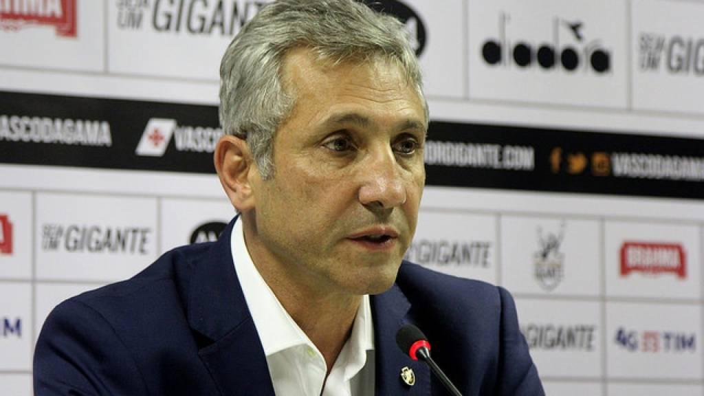 Diretoria do Vasco estuda situação de seis jogadores em final de contrato