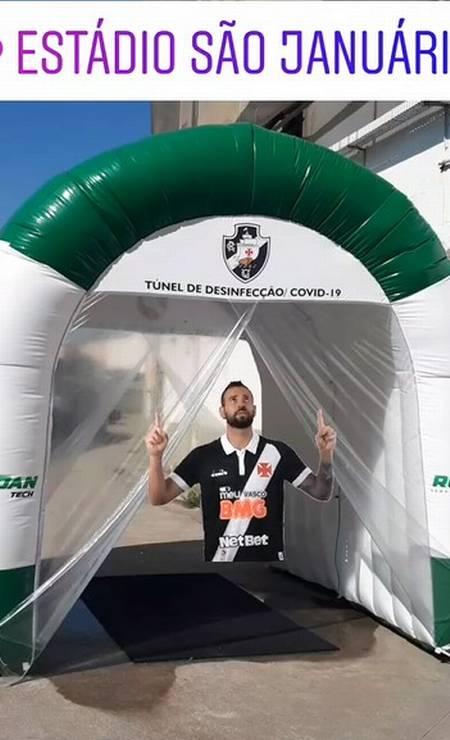 Túnel de desinfecção em São Januário