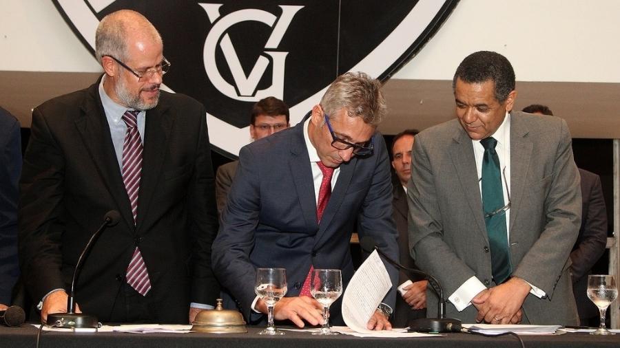 Roberto Monteiro (presidente do Deliberativo), Campello (presidente do Vasco) e Edmilson Valentim (presidente do Fiscal)