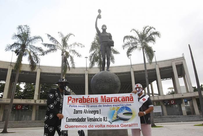 O Zorro Alvinegro (E) e o vascaíno Pecunha, geraldinos assumidos, torcem pelo retorno do espaço mais democrático do Maracanã