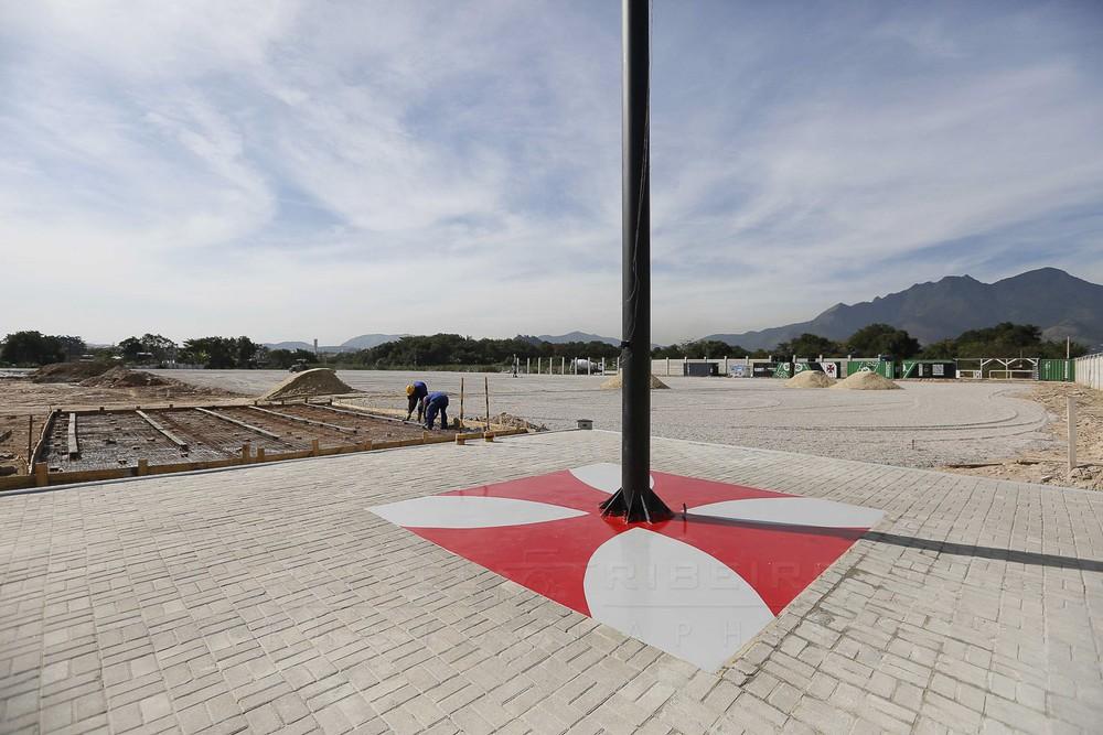 Praça da bandeira foi pavimentada e pintada