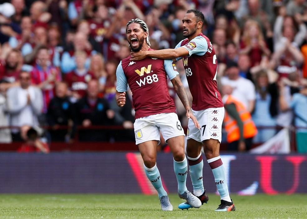 Douglas Luiz comemora gol pelo Aston Villa