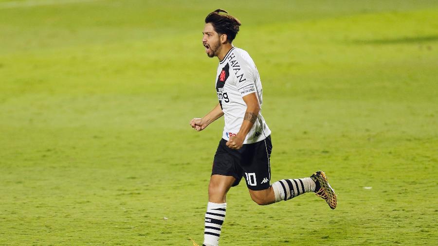 Meia argentino Martín Benítez comemora seu primeiro gol pelo Vasco: jogador tem se destacado com a camisa 10