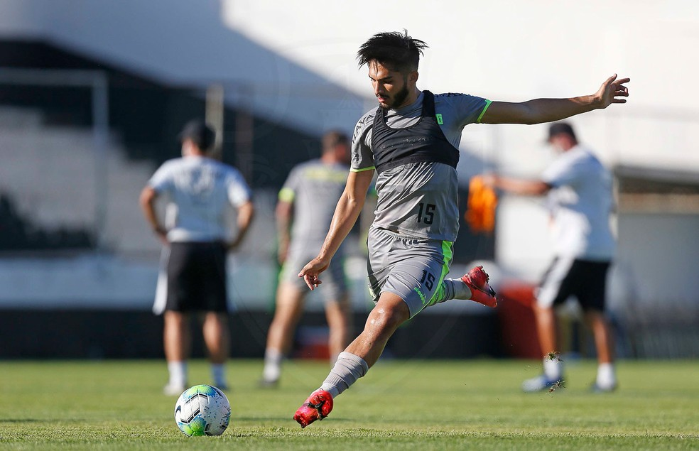 Andrey volta ao Vasco após problema muscular