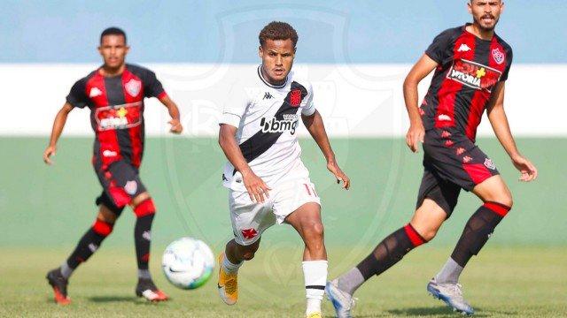 João Pedro já atuou pelos profissionais em janeiro deste ano