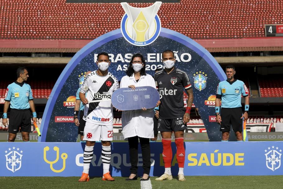 Craques da Saúde faz entrega simbólica de ambulância antes de São Paulo x Vasco da Gama no Morumbi
