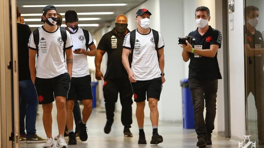 Vasco optou por viagem de ônibus por conforto, segurança e mais tempo de treino e recuperação dos jogadores