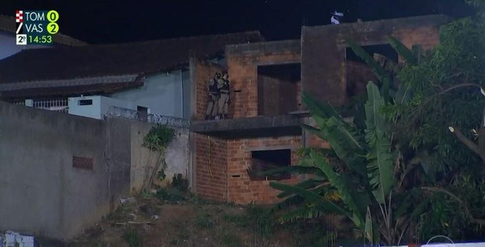 Polícia dispersa torcedores no Estádio dos Tombos