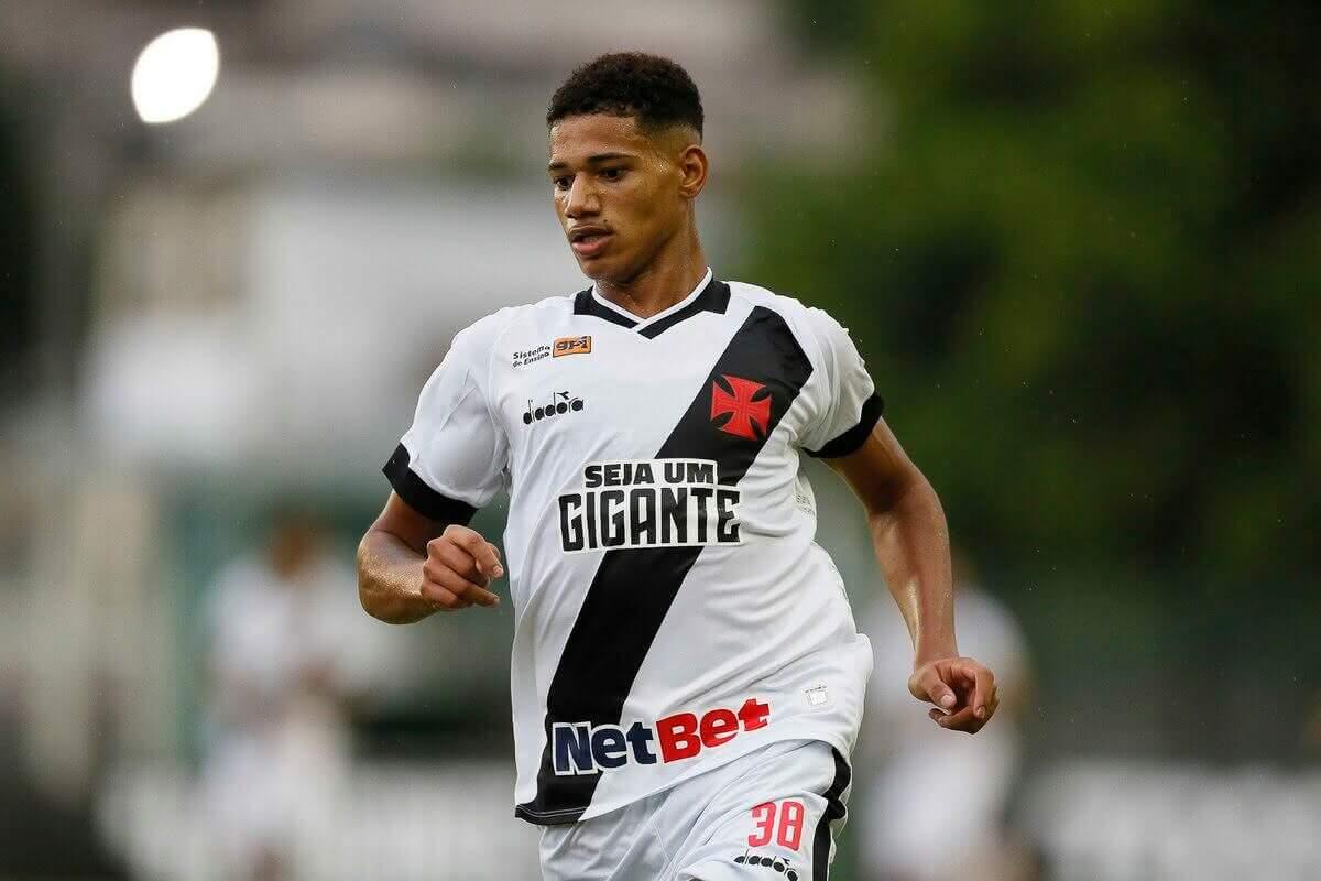 Atacante Marrony, ex-Vasco